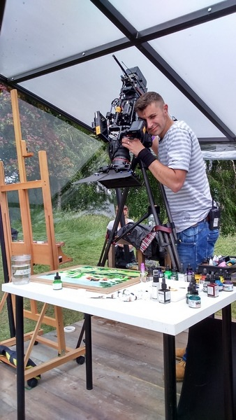 ©2016-cathy-read-landscape-artist-of-the-year-scotney-castle-painting-cameraman-taking-a-close-up-pod-7